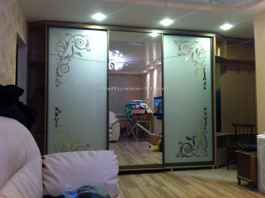 Зеркальные двери для гардеробной
