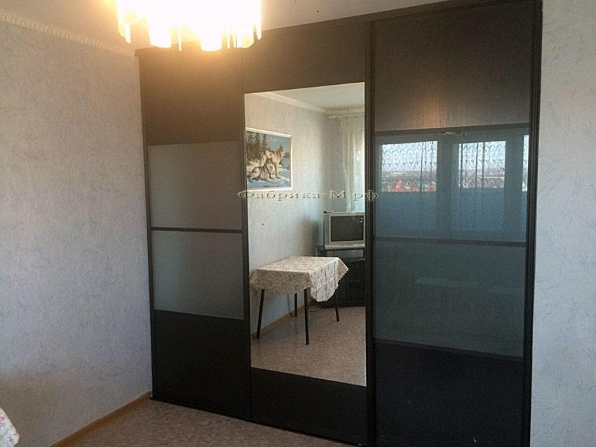 Двери в шкаф с матовым стеклом